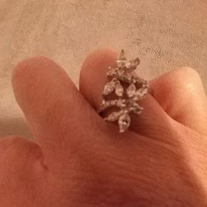 Jewelry - Size 8 dragonfly ring
